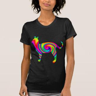 Torsión formada gato del arco iris t shirts