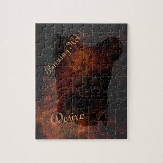 Torso de bronce masculino en un fondo de la llama rompecabezas