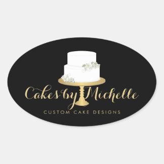 Torta blanca elegante con el adornamiento floral pegatina ovalada