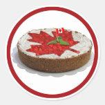 Torta canadiense de la hoja de arce de la cereza pegatina redonda