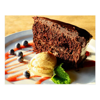 Torta de chocolate con helado del caramelo postal