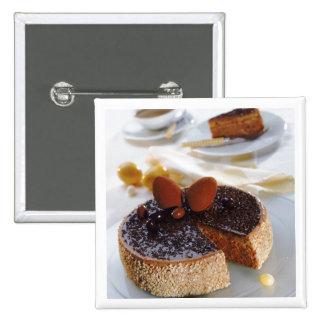 Torta de chocolate en la placa, primer pin cuadrada 5 cm
