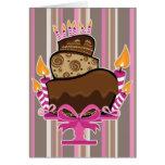 Torta de chocolate y velas de tarjeta de cumpleaño