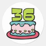 Torta de cumpleaños de 36 años pegatina redonda