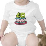 Torta de cumpleaños de 40 años trajes de bebé