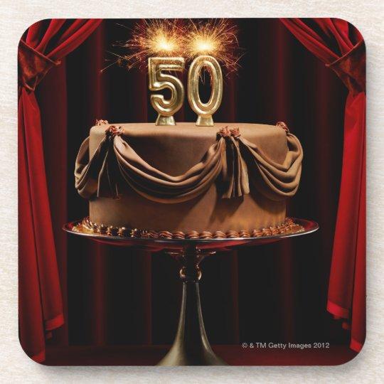 Torta de cumpleaños en etapa con número 50 velas posavasos