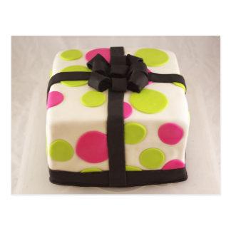 """Torta de cumpleaños envuelta """"regalo"""" postal"""