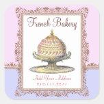 Torta de cumpleaños francesa de la panadería del v pegatinas cuadradas personalizadas