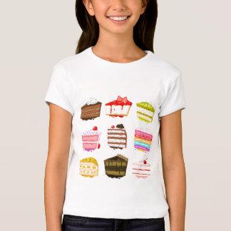 Torta de cumpleaños linda de la torta con crema playera