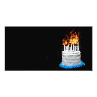 Torta de cumpleaños llameante tarjetas fotograficas personalizadas