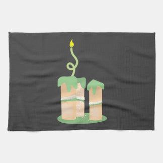 Torta de cumpleaños verde alta toalla