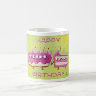 Torta de la fruta del cumpleaños taza