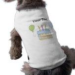 Torta de los globos del muchacho azul del feliz cu ropa perro