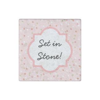 Torta del confeti • El helar rosado de Buttercream Imán De Piedra