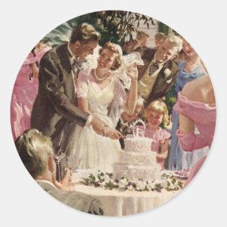 Torta del corte de los recienes casados del novio pegatina redonda