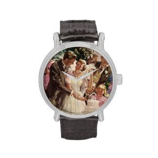 Torta del corte de los recienes casados del novio  relojes