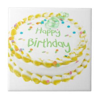 Torta del feliz cumpleaños con verde y amarillo azulejo cuadrado pequeño