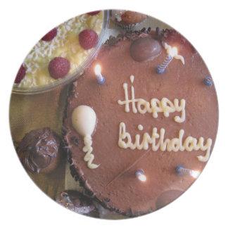 Torta del feliz cumpleaños plato de comida