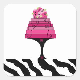 Torta del rosa del diseñador con el pegatina del