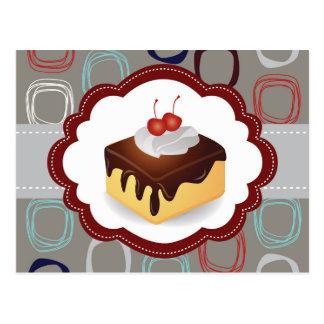 Torta marrón/gris con las cerezas postales