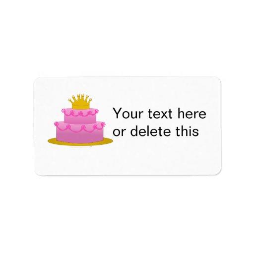 Torta rosada con cumpleaños de la corona etiqueta de dirección