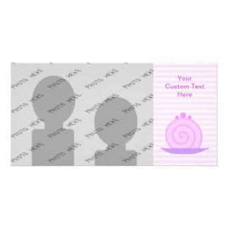 Torta rosada espiral en rayas rosadas plantilla para tarjeta de foto
