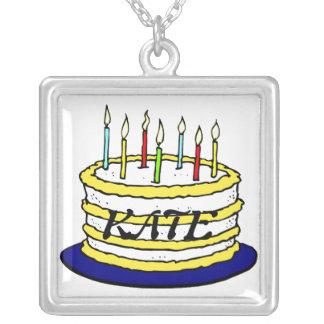 Torta y velas de cumpleaños collar plateado