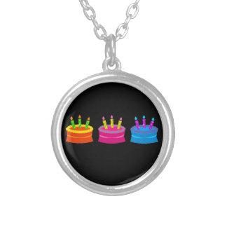Tortas de cumpleaños vibrantes colgante redondo