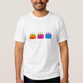 Tortas de cumpleaños vibrantes playera