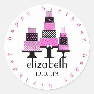 Tortas del feliz cumpleaños del rosa y del negro pegatina redonda