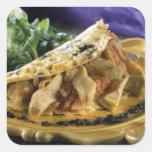Tortilla con eneldo y verduras en calcomanías cuadradas
