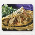 Tortilla con eneldo y verduras en tapetes de ratones