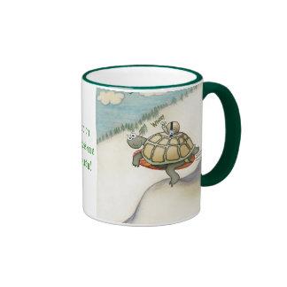 Tortuga con el caracol en safetybelt taza de café