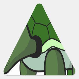 Tortuga de arrastre linda pegatina triangular