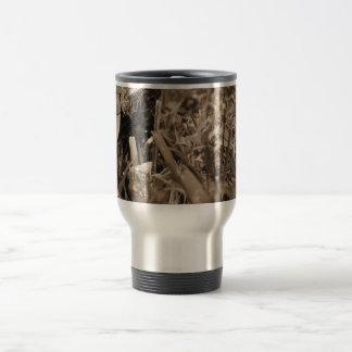 tortuga de madera adornada que mira sepia correcta tazas de café