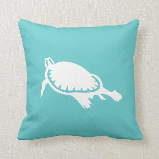 tortuga de mar blanco en la almohada del azul del