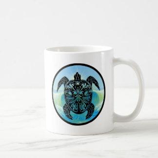 Tortuga de mar céltico taza clásica
