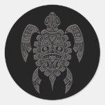 Tortuga de mar gris del alcohol del Haida en negro Pegatina Redonda