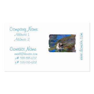 Tortuga de mar que empuja la cabeza encima de plantilla de tarjeta personal