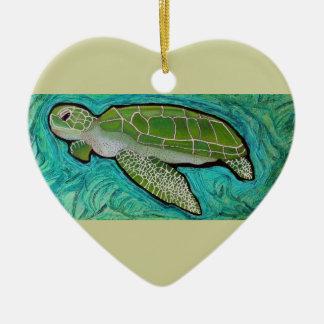 Tortuga de mar verde adorno navideño de cerámica en forma de corazón