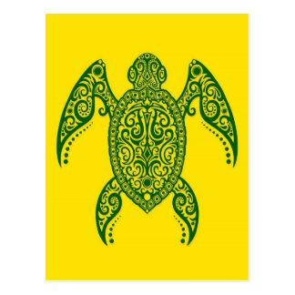 Tortuga de mar verde compleja en amarillo postal