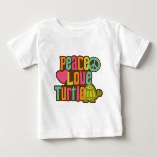 Tortuga del amor de la paz playeras