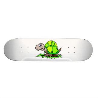 Tortuga en hierba patinetas personalizadas