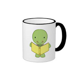 tortuga linda de la lectura taza a dos colores
