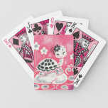 Tortuga linda del chica con las flores y los remol cartas de juego