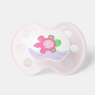 Tortuga rosada de la natación chupete de bebé