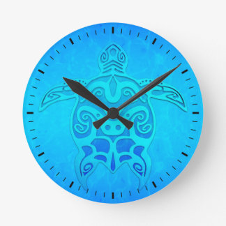 Tortuga tribal azul reloj redondo mediano