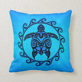 Tortuga tribal azul Sun Cojín