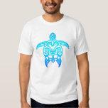 Tortuga tribal del azul de océano camisas