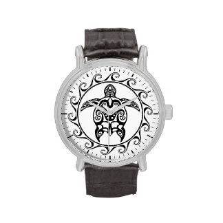 Tortuga tribal negra relojes